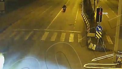 motosiklet surucusu -  kavşağa kontrolsüz giren sürücü motosikletliye böyle çarptı Videosu