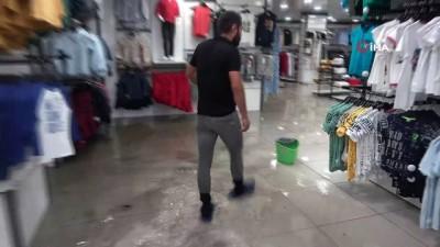cokme -  Yüksekova'da iş yerleri sular altında kaldı Videosu