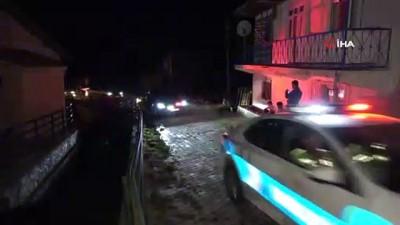 Bakan Özer, amcasının ailesine taziyede bulundu