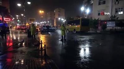 siddetli yagis -  Rize'de şiddetli yağış nedeniyle şehir merkezini su bastı