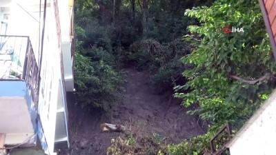 yagmur -  Sel bölgesinde yağış sonrası oluşan heyelan korkuttu