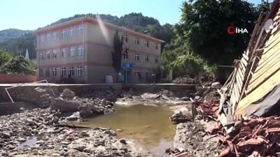 Selde büyük hasar alan 'Özlüce Ortaokulu' bir hafta sonra tadilata girecek