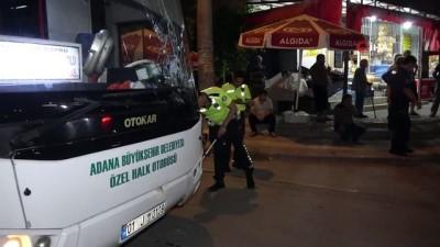 halk otobusu -  Yolun karşısına geçmek isterken otobüs çarptı