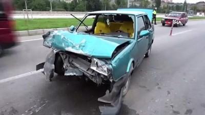 istinat duvari -  Kontrolden çıkan otomobil emniyet müdürlüğünün duvarına çaptı: 4 yaralı