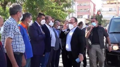 Vali Erkaya Yırık, konteyner kentte kalan vatandaşlara aşure ikramında bulundu