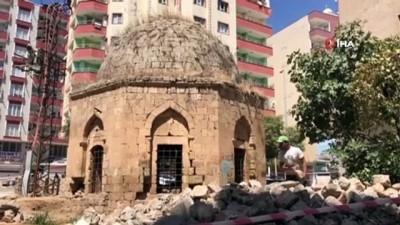 ihale -  Artuklular döneminden kalan tarihi kümbetin restorasyonu sırasında 3 mezar bulundu