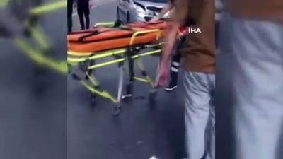 saglik ekibi -  Küçükçekmece hafif ticari araç motosiklete çarptı: 1 yaralı