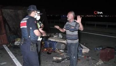 alkol -  Otomobil traktöre arkadan çarptı: 2 yaralı Videosu