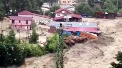 fabrika -  Türkeli'de selden bir fabrikanın yıkılma anı kameralara yansıdı