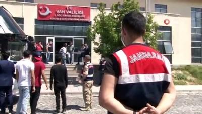 sinir disi -  Türkiye'ye kaçak giren düzensiz göçmenler sınır dışı ediliyor