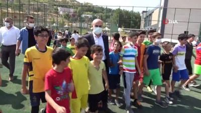 masa tenisi - Mardin Büyükşehir Belediyesi'nin düzenlediği yaz spor okulları etkinliklerinin sona ermesiyle öğrencilere hediye dağıtıldı