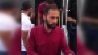 TEM'de durdurulan bir minibüsten 50 kaçak göçmen çıktı: 3 gözaltı