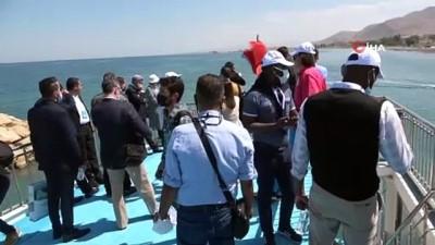 hatira fotografi -  68 ülkenin büyükelçileri ve diplomatları Akdamar Adası'nı gezdi