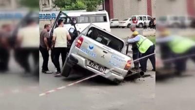 sahit -  Belediye aracı, belediyenin açtığı çukuruna düştü