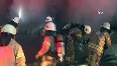 saglik ekibi -  Kağıthane'de 5 katlı plastik fabrikasında yangın