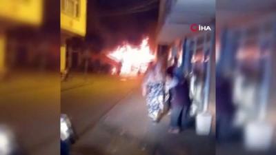 Bartın'da içinde tüp olan market alev alev yandı