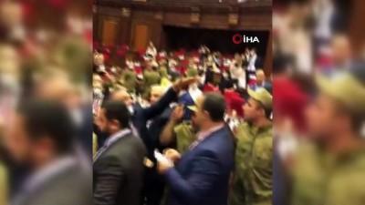 muhalefet -  - Ermenistan parlamentosunda kavga - Kürsüdeki milletvekiline su şişesi fırlatıldı, asker müdahale etti
