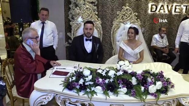 memur -  Evlilik sorusuna arkadaşlarına danışarak cevap veren damat güldürdü
