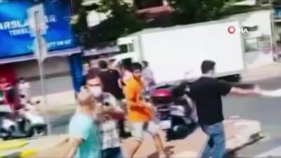 bicakli kavga -  Sokak ortasında döner bıçaklı tekme tokat kavga kamerada