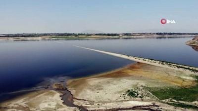 kuraklik -  Suların çekilmesiyle ortaya çıkan demir yolu barajı adeta ikiye ayırdı Videosu
