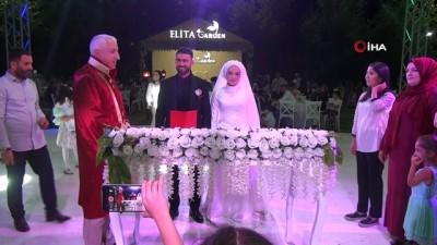 futbol -  Düğünde gülümseten şaka...Damadın 'evet' dediği sırada arkadaşları 'Son pişmanlık neye yarar' şarkısını açtı
