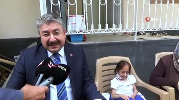 2010 yili -  İHA'nın haberi ses getirdi...Osmaniye Valisi, Türkiye'nin en kısa boylu kadınının yol isteğini yerine getirdi