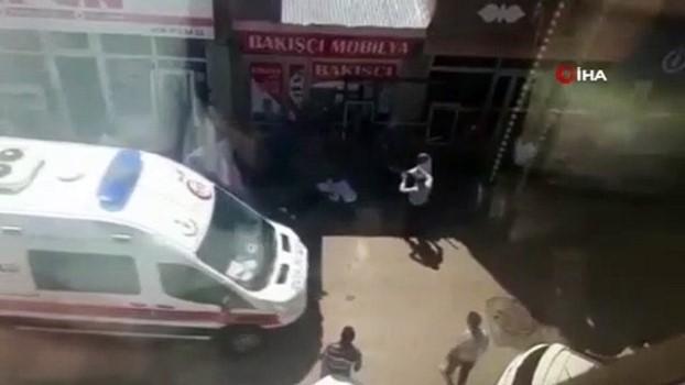bicakli kavga -  Kars'ta taşlı sopalı bıçaklı kavga cep telefonu kamerasında: Ortalık savaş alanına döndü