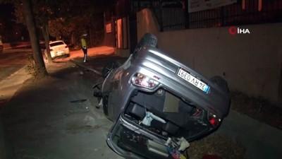 Küçükçekmece'de trafik ışığına çarpan araç takla attı: 2 yaralı