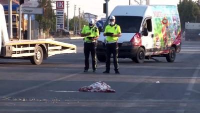 saglik ekibi -  Yolun karşısına geçerken panelvanın çarptığı doktor hayatını kaybetti