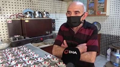 kahvehane -  80 yaşındaki Osman dede 60 yıldır çaycılık yapıyor