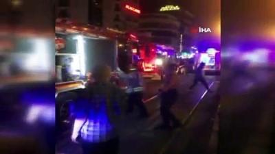 Aksaray'da tramvay ile peron arasına sıkışan adamı itfaiye kurtardı