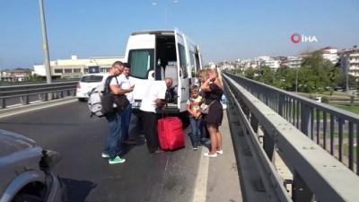 motosiklet surucusu -  Ehliyetine el konulduğu halde yola çıktı minibüsle çarpıştı, 3 bin TL ceza yedi