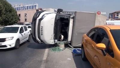 ipekyolu -  Esenler'de viraja hızlı giren kamyonet devrildi