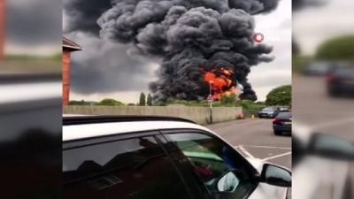 - İngiltere'de yapı malzemesi dükkanında yangın