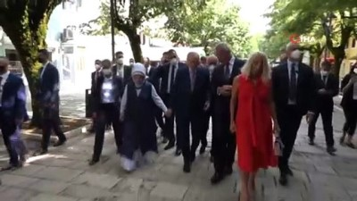- Cumhurbaşkanı Erdoğan, Karadağlı mevkidaşı Djukanovic ile halkı selamladı