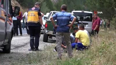112 acil servis -  Domaniç'te tır ile otomobil çarpıştı: 2 yaralı