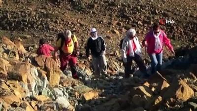 Eskiden ok atılıyordu şimdi silah... 8 asırlık gelenek 2300 metrelik zirvede yaşatıldı