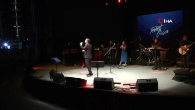 Ferhat Göçer 20 yıl sonra aynı sahneye çıktı