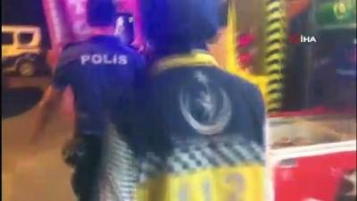 saglik ekibi -  Uyardığı kadın tarafından bıçaklandı