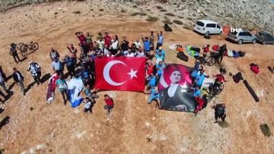 30 Ağustos Zafer Bayramı'nı Toros Dağları'nda uçarak kutladılar