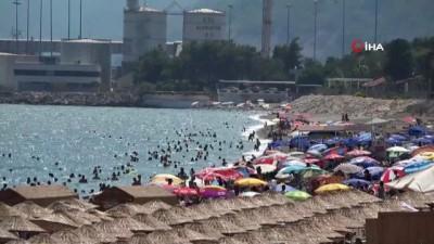 Antalya'da nem yüzde 90'a ulaştı, vatandaşlar denize akın etti