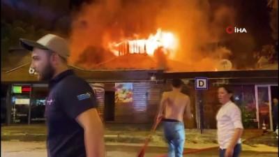 Fethiye'de iki kafe alev alev yandı