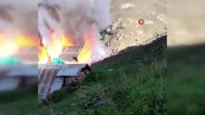 elektrik -  Gümüşhane'de 2 ev ve ahır küle döndü Videosu