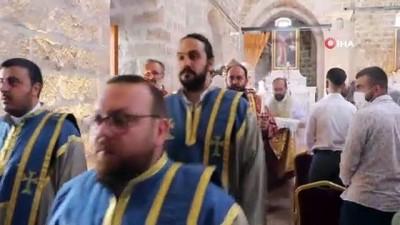zam -  Kültür ve Sanat Merkezi'ne dönüştürülen Taşhoron Kilisesi'nde yıllar sonra ibadet gerçekleştirildi Videosu