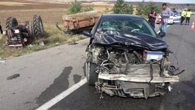 altin -  Otomobil ile traktör çarpıştı: 3 yaralı