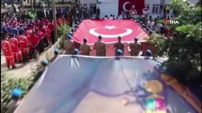 afet bolgesi -  Afet bölgesinde 30 Ağustos Zafer bayramı törenle kutlandı Videosu