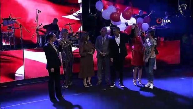 isaf -  Gölbaşı'nda 30 Ağustos Zafer Bayramı Hadise konseriyle kutlandı