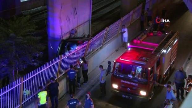 istinat duvari -  Hafif ticari araç viyadükten tren yoluna uçtu: 1 ölü, 5 yaralı