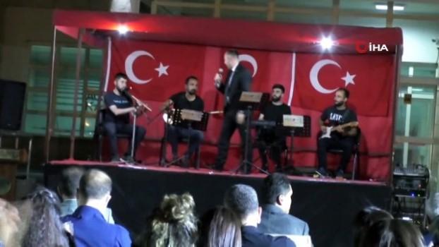 saygi durusu -  Hakkari'de 30 Ağustos Zafer bayramı konseri