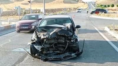 Kazada lüks araç hurdaya döndü: 5 yaralı